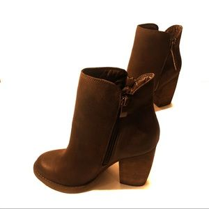 Sbicca Size 6.5 Heeled Booties Zippered Both Sides